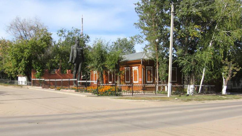 Памятник В.В.Куйбышеву (демонтирован12.06.2012)