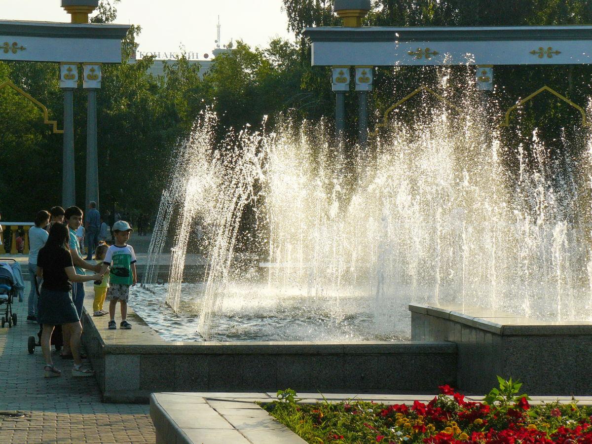 фонтан у входа в городской парк Кокшетау 24 июня 2019 P1430607