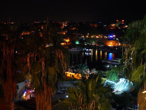 Порт в Анталии ночью